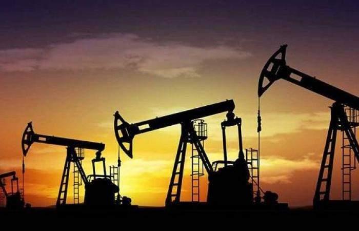 خسائر أسبوعية لخامات النفط مع تجدد المخاوف بشأن الطلب
