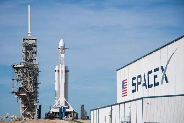 """SpaceX"" تسرّح 10% من موظفيها"
