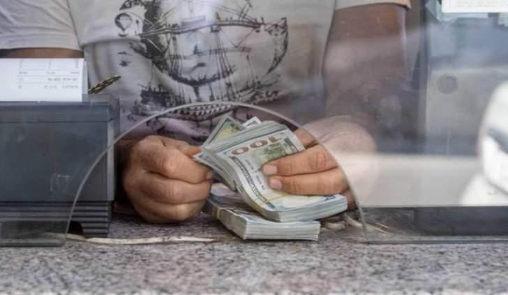 الدولار يحافظ على مستواه القياسي المرتفع أمام الليرة