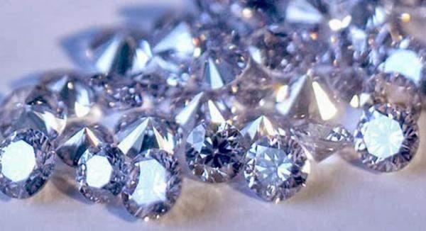 """وكالة: """"دي بيرز"""" ترفع أسعار الماس للمرة الثالثة على التوالي"""