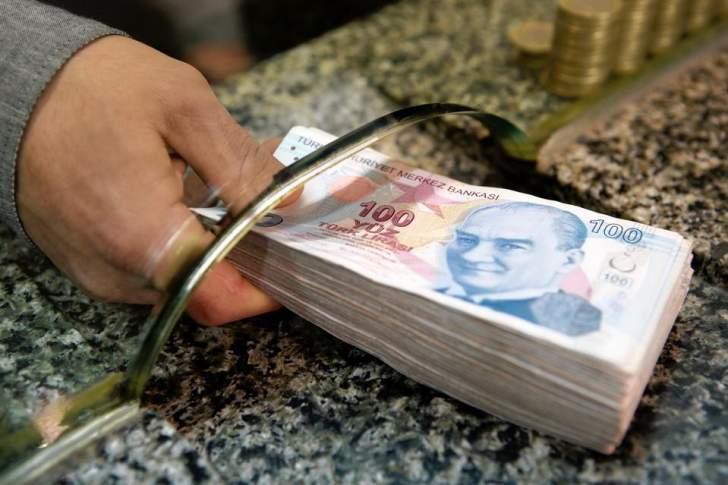 الليرة التركية تتراجع بفعل سياسات المصرف المركزي