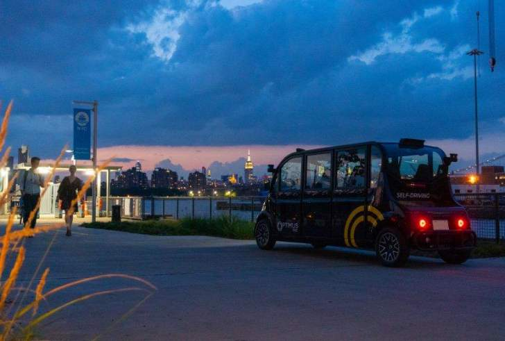 أول سيارات ذاتية القيادة في نيويورك تنقل الركاب داخل ساحة بروكلين البحرية