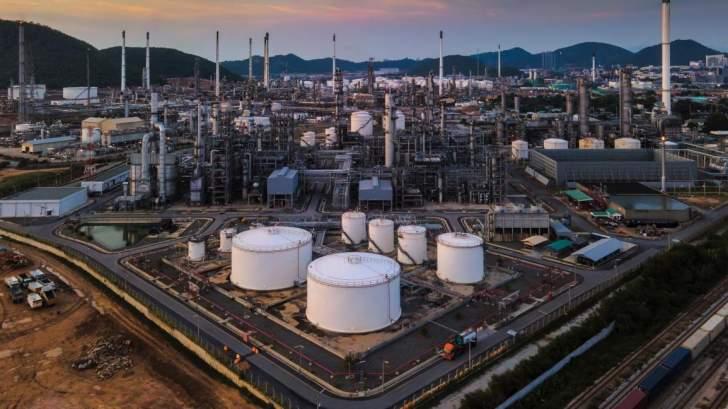 """النفط يصعد نحو 1%.. """"برنت"""" يقترب من 57 دولاراً للبرميل"""