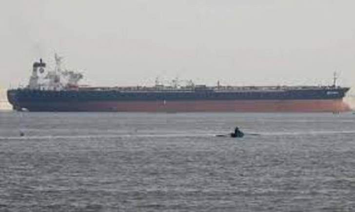 استهداف ناقلتي نفط في بحر عمان تنقلان النفط الخام من الخليج