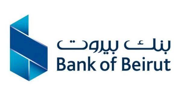 """المحتجون في منطقة الحمرا يكسرون واجهة """"مصرف بيروت"""" و""""First National Bank"""""""