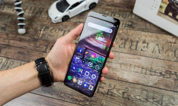 """Xiaomi"" تسجل براءة إختراع لهاتف ذكي مع شاشة منحنية في الجوانب الأربعة"