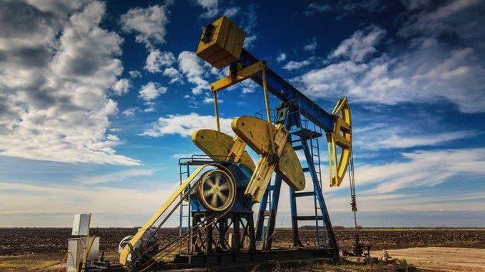 النفط يرتفع 3.7% عند التسوية.. وبرنت يعود أعلى 65 دولاراً