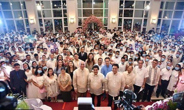 الكمامات شرط للمشاركة في حفل زفاف جماعي في الفلبين بسبب كورونا