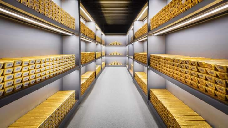 الذهب يغلق متراجعاً بنحو 2.6% عند 1910.60 دولار للأوقية