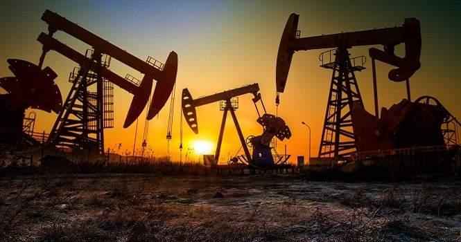 """أسعار النفط إلى مزيد من التراجع.. """"برنت"""" دون 74 دولاراً للبرميل"""