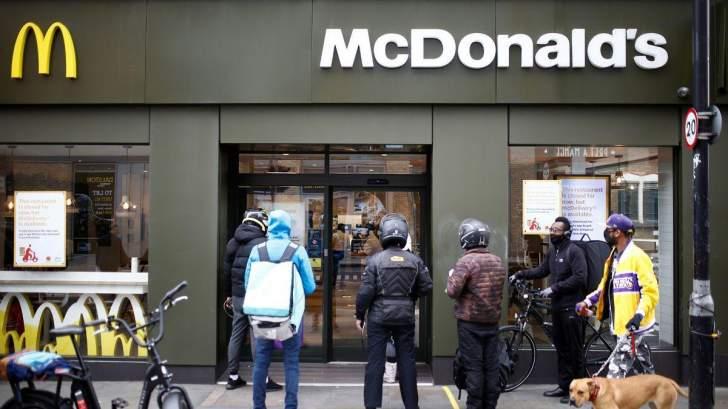 """""""ماكدونالدز"""" تخطط لتوظيف 260 ألف شخص في أميركا هذا الصيف"""
