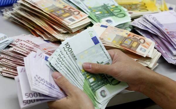 د.العياش: تراجع سعر صرف اليورو يخفّف العجز التجاري اللبناني.. إلا أنه في المقابل لم يعد بإمكان الاعتماد على كرم الدول الاوروبية