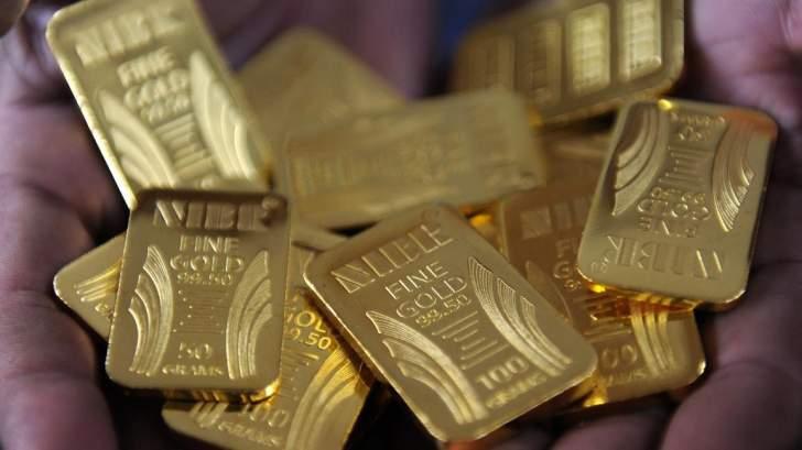 الذهب يتراجع بنسبة طفيفة بعدما سجل أعلى مستوى في 7 أسابيع