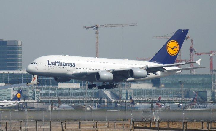 """الحكومة الألمانية تدرس المشاركة في زيادة محتملة لرأسمال شركة طيران """"لوفتهانزا"""""""