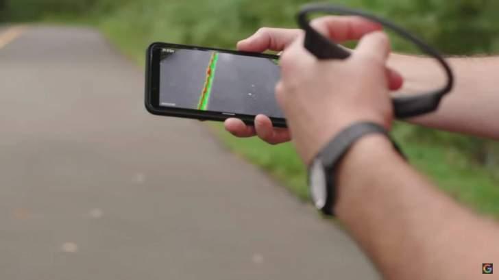 رجل كفيف يركض 5 كيلومترات منفرداً بمساعدة الذكاء الإصطناعي