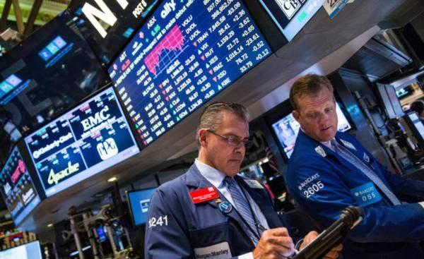 """الأسهم الأميركية تزيد مكاسبها.. """"داو جونز"""" يرتفع 400 نقطة إلى 25450 نقطة"""