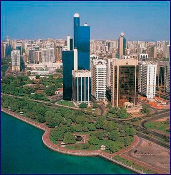 أبوظبي تفاوض مصارف لاقتراض 2 مليار دولار لمواجهة انخفاض إيرادات النّفط