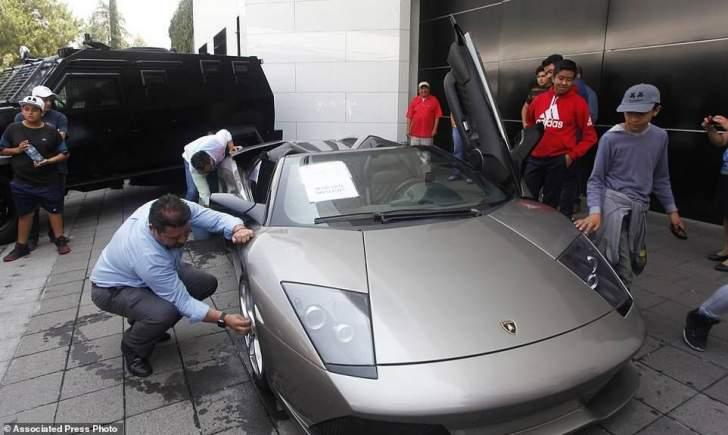 بالصور:1.5 مليون دولار منمزاد علني في المكسيك على ممتلكات تجار المخدرات