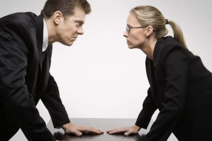 6 مشاكل شائعة تعاني منها المرأة في مكان العمل... كيف تتعامل معها؟
