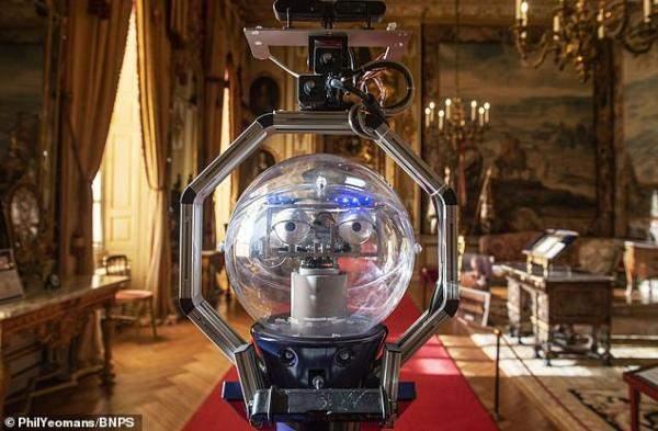 """قصر بلينهايم البريطانييستعين بالروبوت""""Betty""""لإرشاد السياح"""