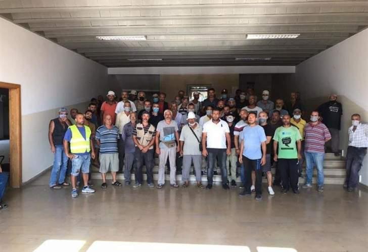 إعتصام لمياومي بلدية الميناء إحتجاجاً على عدم قبض رواتبهم