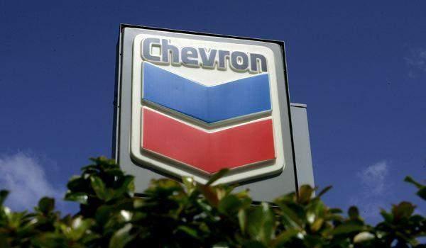 """لمواجهة انخفاض أسعار النفط.. """"شيفرون"""" تبحث خفض الإنفاق الرأسمالي والإنتاج"""