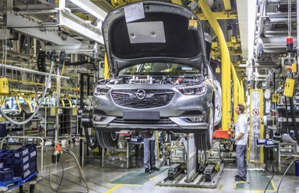 """مبيعات """"بي.إس.إيه"""" الفرنسية للسيارات تنمو في النصف الأولرغم انسحابها من إيران"""