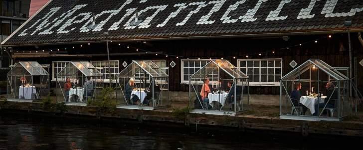 بالصور: مطعم هولندي يستقبل زبائنه في بيوت زجاجية بسبب كورونا