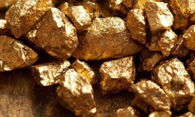 الذهب يغلق منخفضا بنسبة 0.7% عند 1643.20 دولار للأوقية