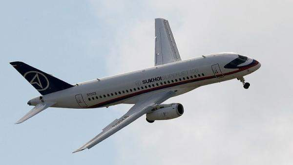 """روسيا تسوّق طائرتها المدنية """"سوخوي سوبرجيت 100"""" في إيران"""