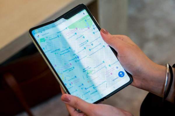 """""""سامسونغ"""" تعلق على ظهور مشاكل في شاشات هواتفها القابلة للطي"""