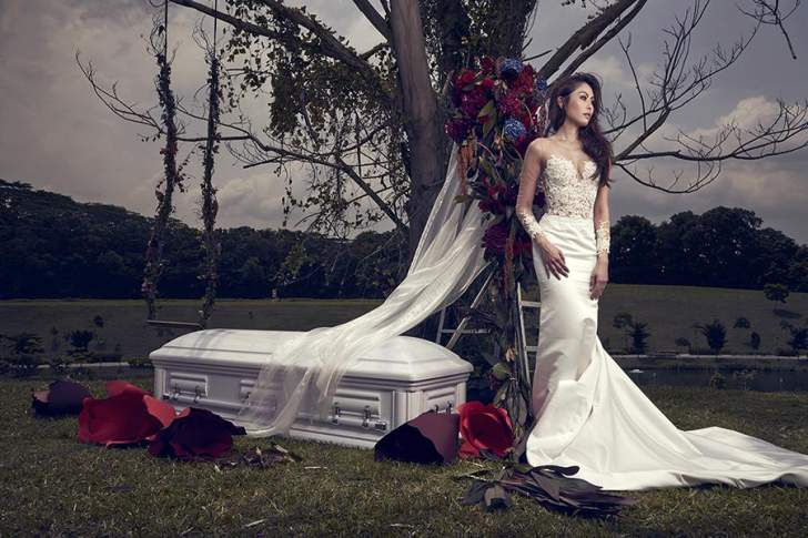 بسبب الغلاء...فتاة تقيم حفل زفافها وجنازة عمتها في حدث واحد!