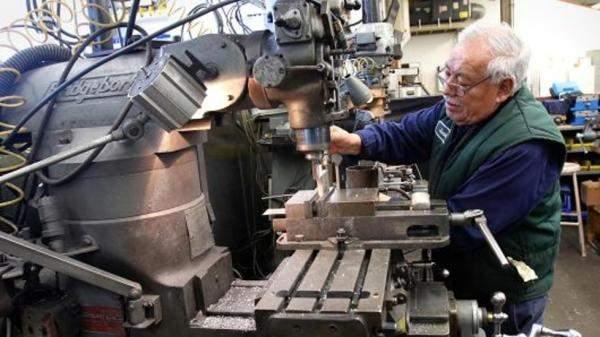 طلبيات المصانع الاميركية تهبط 2.1% خلال تشرين الأول