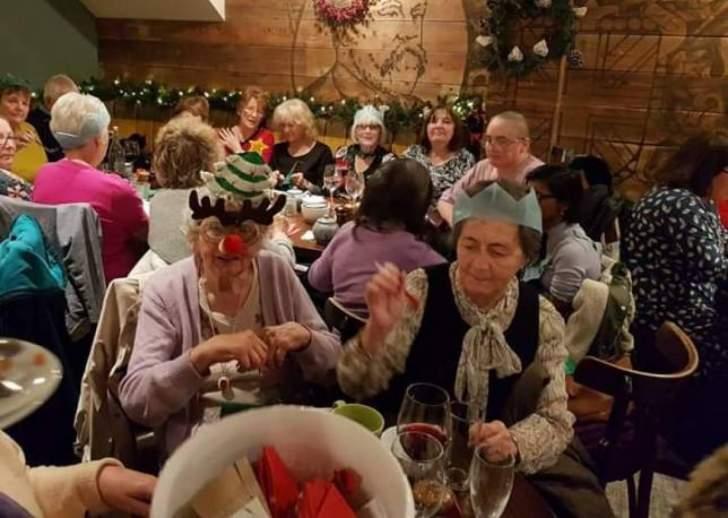 حانة في لندن ستقدم وجبة مجانية لكل وحيد في عيد الميلاد