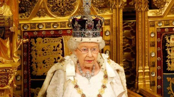 اذا كنت ملم بوسائل التواصل الاجتماعي ...فلديك فرصة عمل لدىملكة بريطانيا والعائلة المالكة