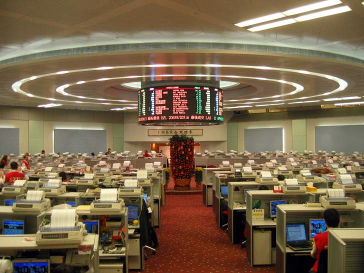 بورصة هونغ كونغ تخطط لشراء سوق لندن للأسهم مقابل 36.6 مليار دولار