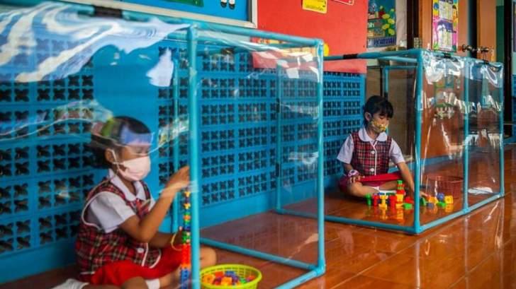 """طريقة غريبة لحماية الأطفال من """"كورونا"""" في تايلاند"""