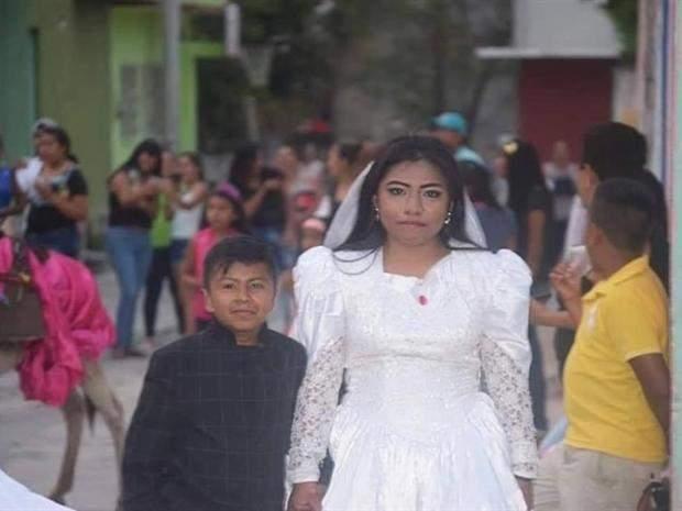 بالصور: زواج طفل صغير من شابة جميلة في المكسيك!