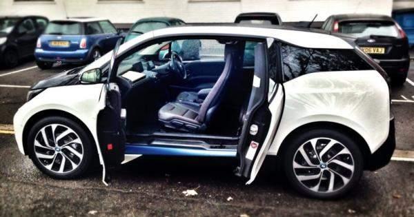 """""""آبل"""" تعمل على نظام جديد لفتح السيارات عبر القياسات البيومترية"""