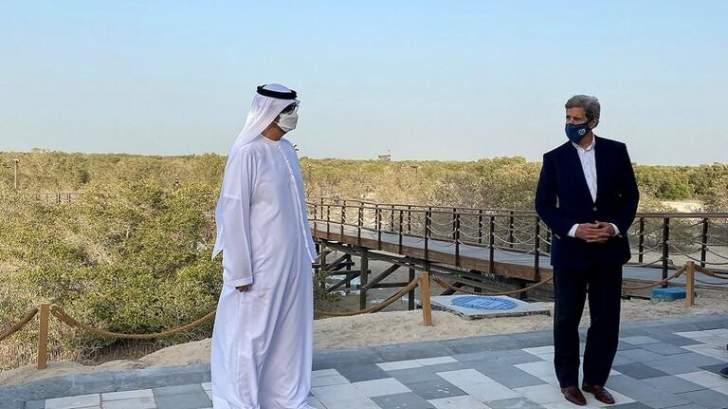 """كيري يتفقّد محطة """"نور أبوظبي"""" للطاقة الشمسية"""
