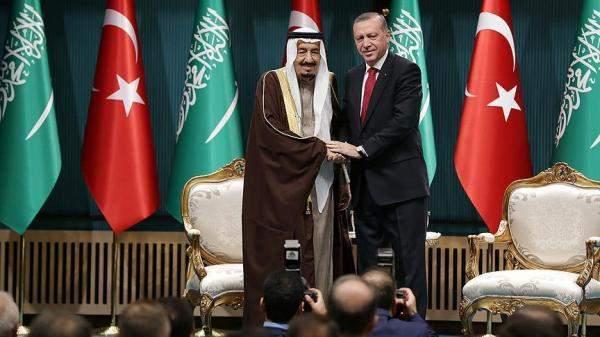 """""""بلومبرغ"""": لدى أردوغان أسباب بملياري دولار لشكر السعودية"""