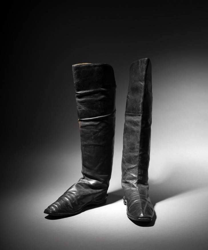حذاء نابليون بونابرت يتخطى التوقعات ويصل سعره الى...!