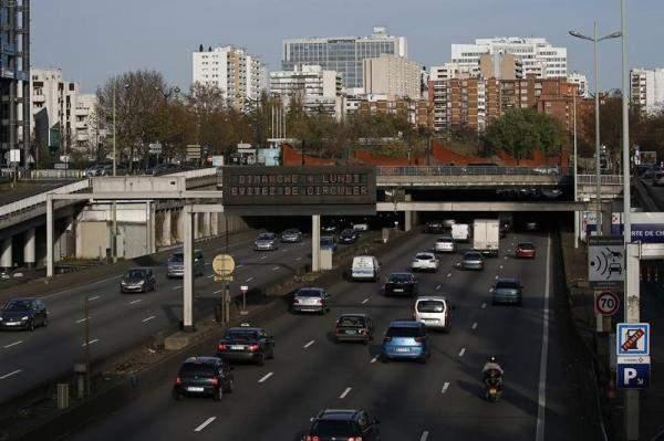 فرنسا تعتزم حظر السيارات المزودة بمحركات احتراق داخلي في 2030