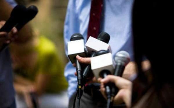 """خاص """"الإقتصاد"""": قناة """"المنار"""" تقيل 70 موظفاً و الـ""""أسوشيتد برس"""" تتخلّص من أغلب مراسيلها"""