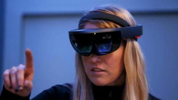 """""""فيسبوك"""" تطور نظارات للواقع المعزز"""