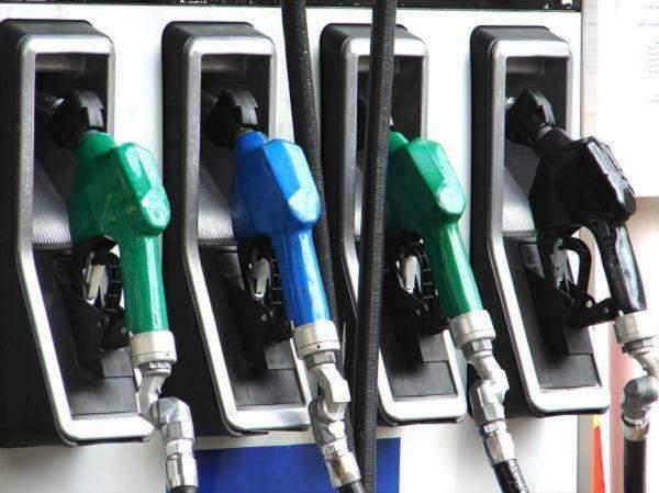 """ارتفاع سعر صفيحة البنزين """"95 أوكتان"""" 200 ليرة وسعر ال """"98 أوكتان"""" و""""الديزل اويل"""" 100 ليرة"""