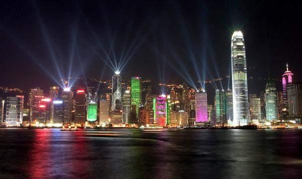 """هونغ كونغ: خمسة آلاف دولار محلي لكل مصاب بـ""""كورونا"""" في البلاد"""