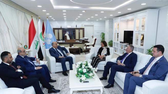الأردن والعراق يبحثان مشروع مدّ أنبوب لنقل النفط