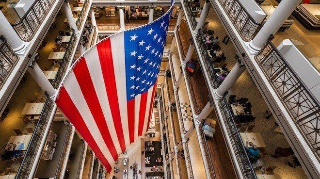 ثقة المستهلكين في الولايات المتحدة تراجعت لأدنى مستوى في ستة أشهر