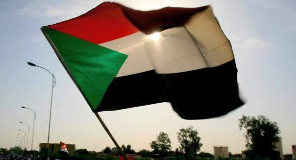 الرئيس السوداني يحظر توزيع وتخزين وبيع المحروقات والسلع خارج القنوات الرسمية